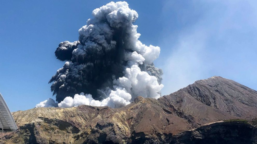 Deaths from New Zealand volcano climb to 8