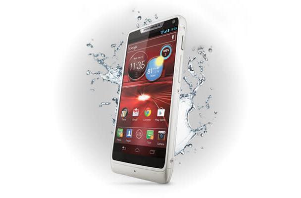 How would you change Motorola's Droid RAZR M?