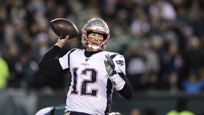 Tom Brady and the Patriots offense struggle against Eagles