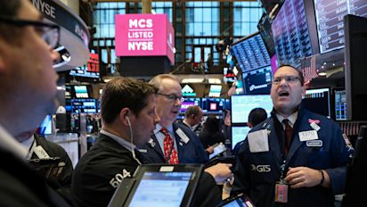 Stocks mixed, S&P 500 dips into the red
