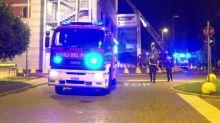 Incendio a Milano, a fuoco un centro commerciale