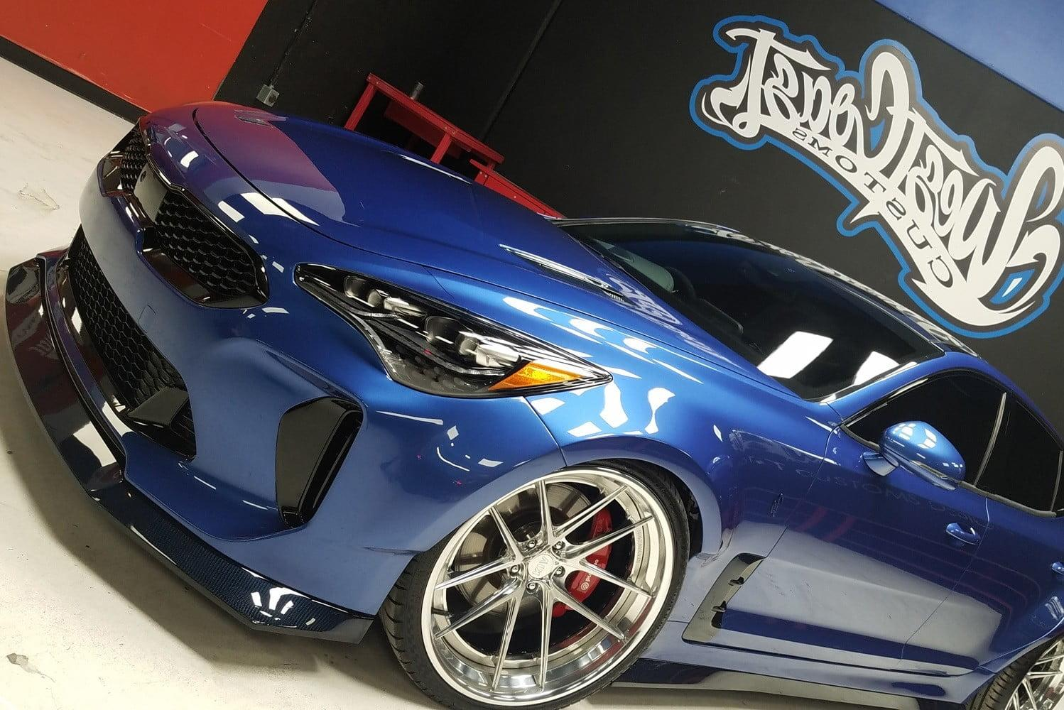 This wide bo d Kia Stinger will hug the convention