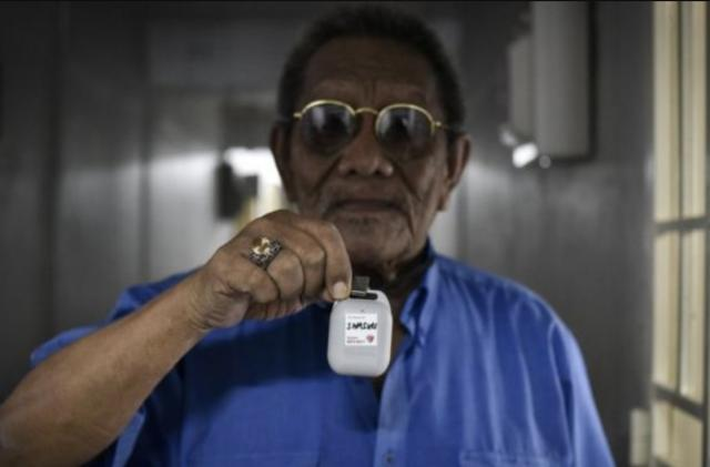 Singapore offers Bluetooth COVID-19 trackers to smartphone-less seniors