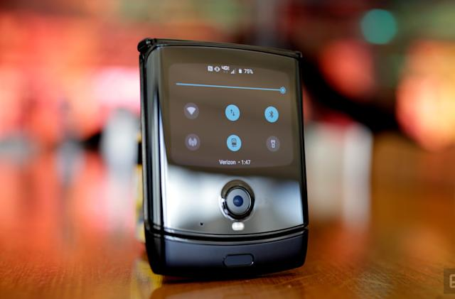 Motorola Razr's Android 10 update makes better use of the outer screen