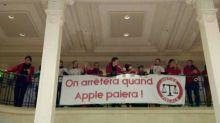 Des militants d'Attac ont occupé l'Apple Store Opéra