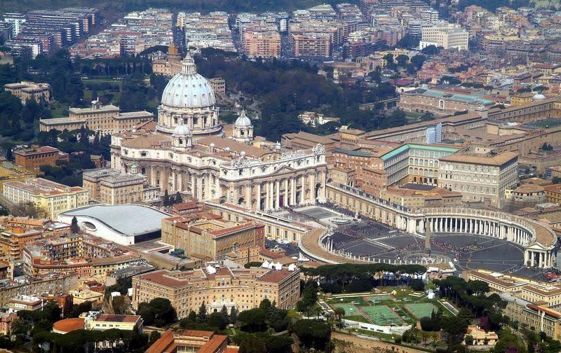 P dopornographie le vatican rappelle un diplomate en - Les beatitudes une secte aux portes du vatican ...