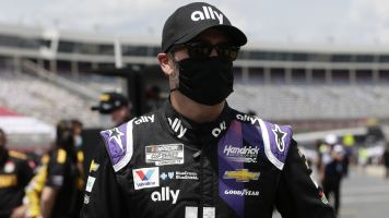 Johnson contracts virus, will miss Brickyard 400