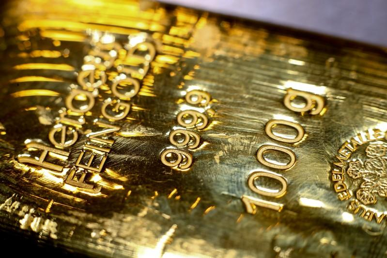 Gold holds steady above $1,490 on Brexit uncertainties