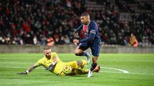 Foot - L1 - Le PSG en tête de la Ligue 1 en maîtrisant Nîmes avec un doublé de  Mbappé