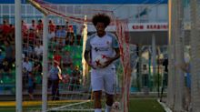 Estrutura e estabilidade x frio e tropeços na língua: as coisas boas e os perrengues de jogar futebol no Cazaquistão
