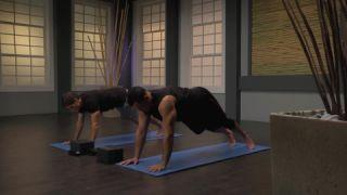 a 2minute yoga sequence to improve your shoulder