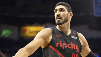 Blazers' Kanter takes another shot at Knicks