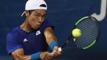 Lee becomes first deaf player to win on ATP Tour