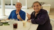 """Renato Aragão promete novos projetos com Dedé Santana: """"Vem coisa boa"""""""