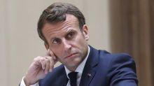 """Macron ironise sur """"le Kamasutra de l'ensauvagement"""" de la presse"""