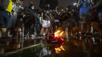 LeBron's jersey burned by Hong Kong protesters