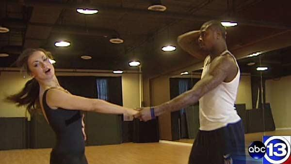 Jacoby Jones shows ABC13 his 'DWTS' moves