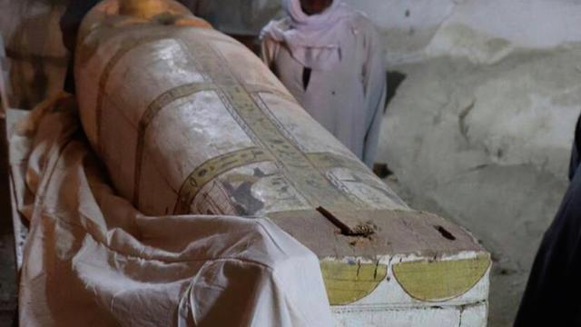 Coffin and painting from ancient Egypt's 18th dynasty found in Luxor