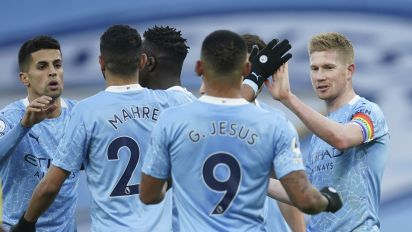 Surging Manchester City eases past Fulham