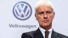 VW-Chef Matthias Müller sagt die Teilnahme an einem wichtigen Branchentreff ab. Stattdessen fliegt er zur Krisensitzung mit den Eigentümern.