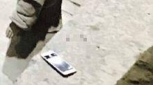 遊客睇兵馬俑跌電話唔畀執 「跌得落去就係國家文物」