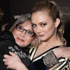 Billie Lourd Remembers Carrie Fisher with Moving Photo of Them at Star Wars Premiere