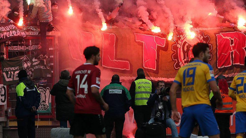 2. Bundesliga: Ausschreitungen vor Niedersachsen-Derby