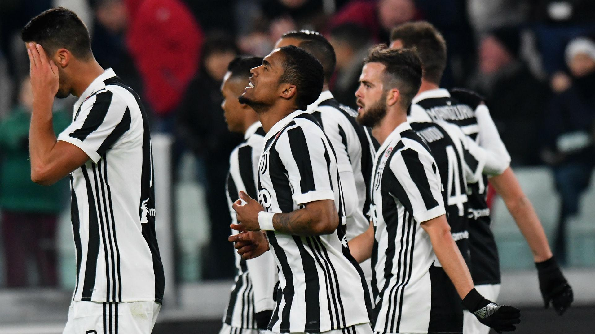 Juventus 1 Genoa 0 Douglas Costa Goal Closes The Gap To Leaders Napoli