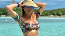 Aos 43 anos, Flávia Alessandra impressiona na praia de Miami