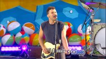 Bleachers rocks out to 'Don't Take the Money' live on 'GMA'