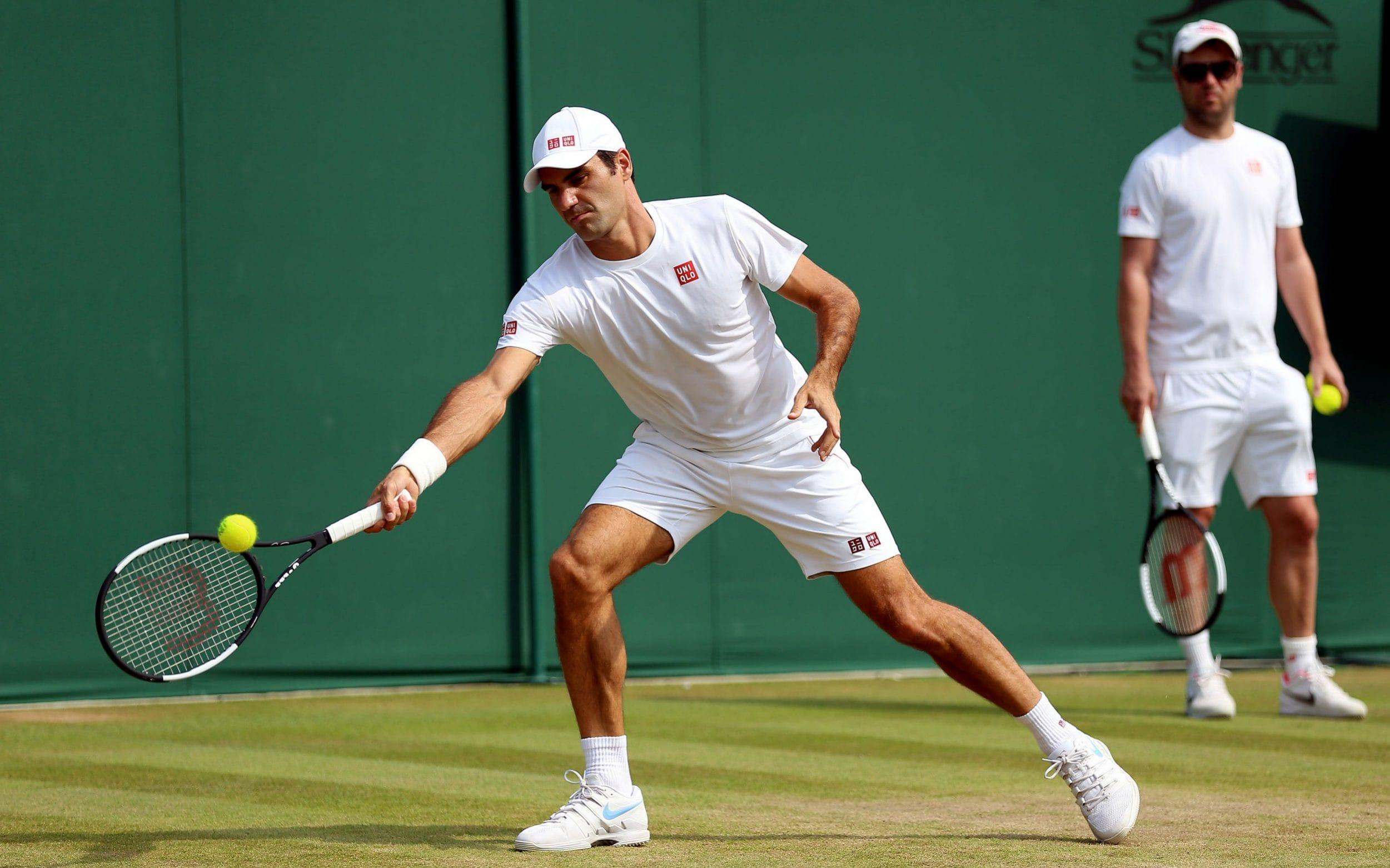 Roger Federer vs Adrian Mannarino, Wimbledon 2018 live score