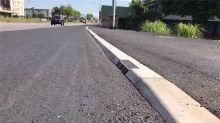人行道標示好像慢車道標線 騎士停車摔大跤