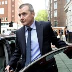 British Airways chief Willie Walsh threatens to sue government over quarantine measures