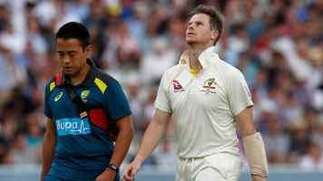 Cricket Australia confirm Steve Smith passed assessments before returning to bat after blow to head