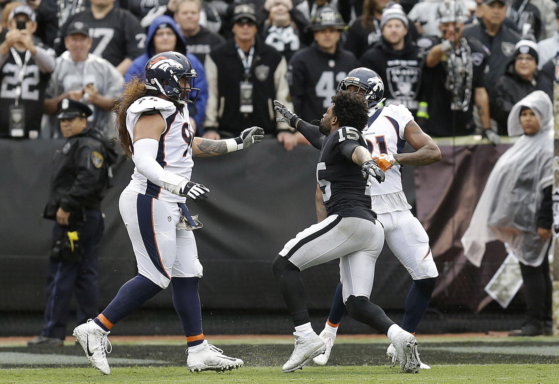 Aqib Talib snatches Michael Crabtree s chain again in Broncos