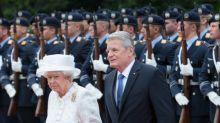 Was befindet sich eigentlich in der Handtasche der Queen?