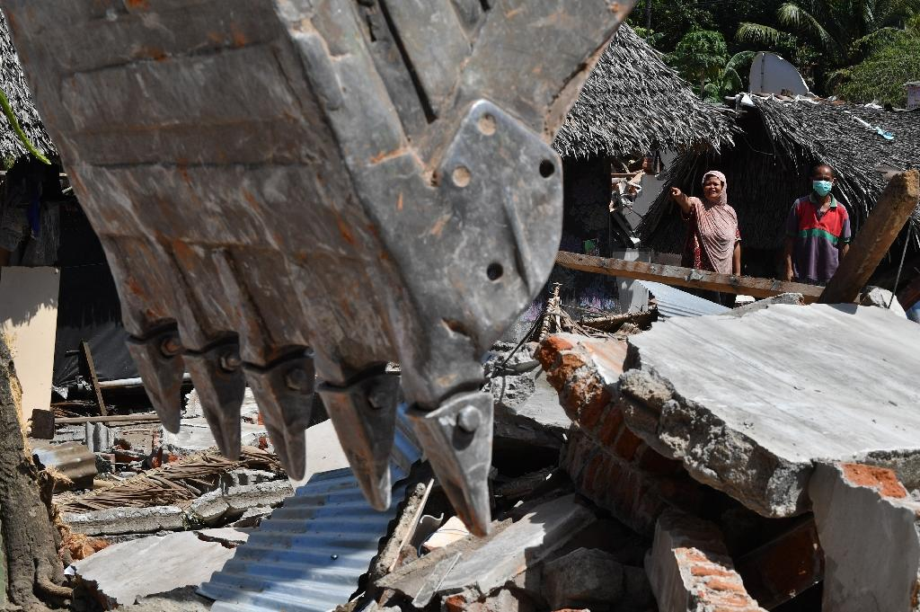 The total number killed in Indonesian quake is now 436, authorities said, with more than 1,300 injured and nearly 353,000 displaced