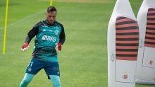 Dome tem treinos elogiados no Flamengo e muda perfil de goleiros