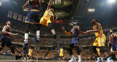 Basket - NBA - Le Top 5 de la nuit : Myles Turner écrase Tristan Thompson