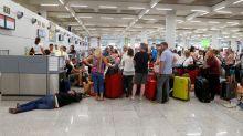 """Thomas-Cook-Passagiere am Flughafen gestoppt: """"Mir geht's beschissen"""""""