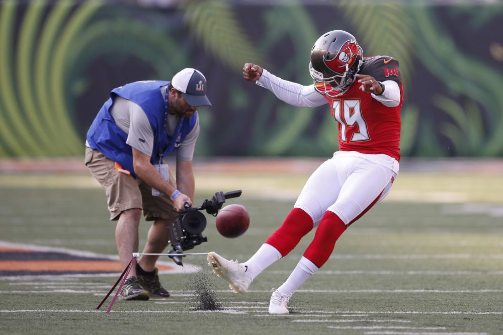 Roberto Aguayo will get another shot, this time with the Los Angeles Chargers. (AP)