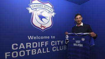 Flugzeug von Cardiff-Rekordtransfer Emiliano Sala spurlos verschwunden