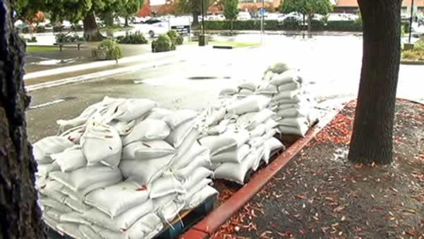 Bay Area residents prepare for flooding
