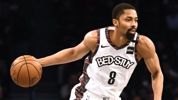 Dinwiddie first to change number to honor Kobe