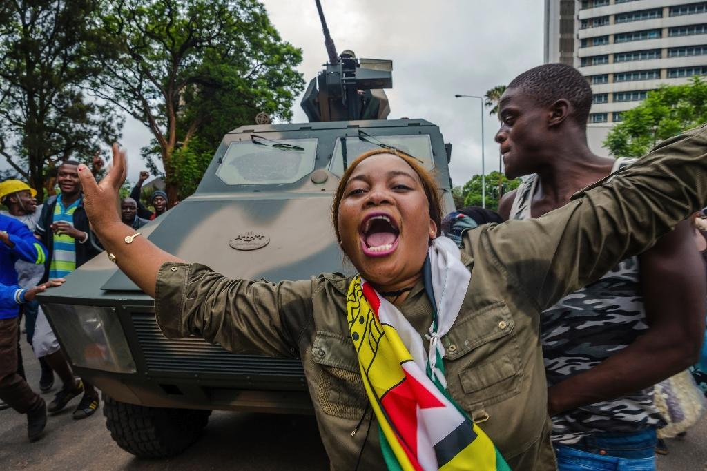 Many in the crowds were cheering the soldiers and stopping to shake their hands (AFP Photo/Jekesai NJIKIZANA)