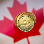 Loonie advances to 2-1/2-month high as risk appetite climbs