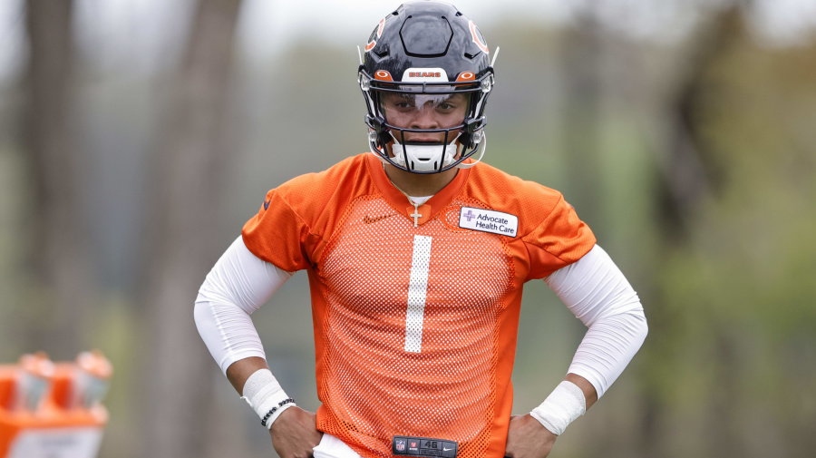 Bears will follow the Mahomes plan with Fields