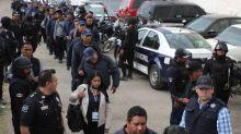 墨西哥小城鎮 185位警察之中有113位都係假冒