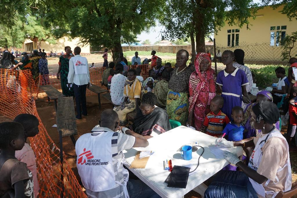 Medics from Doctors Without Borders treat patients at a makeshift clinic in Juba on July 15, 2016 after days of fighting left hundreds dead and forced thousands to flee their homes (AFP Photo/Peter Martell)