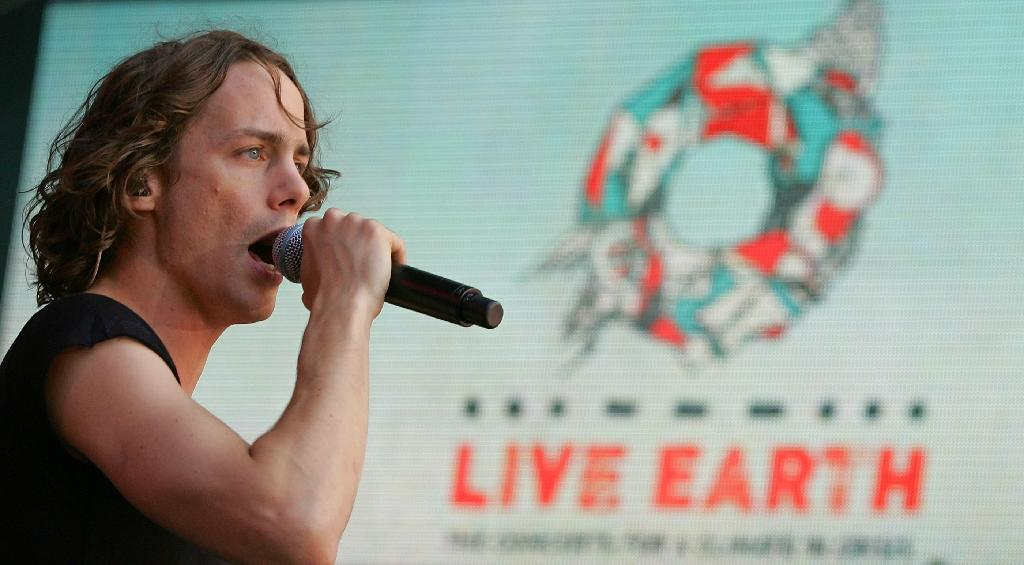 Johnny Borrell, lead singer of Razorlight, performs at the Live Earth concert at Wembley stadium in London, on July 7, 2007 (AFP Photo/Carl de Souza)